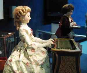 Piano-playing female automaton